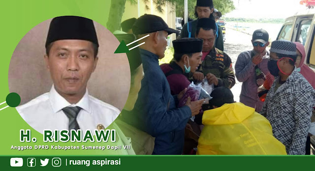 Cegah Penularan COVID-19, H. Risnawi Anggota DPRD Sumenep Gandeng Pemuda Bagikan Masker
