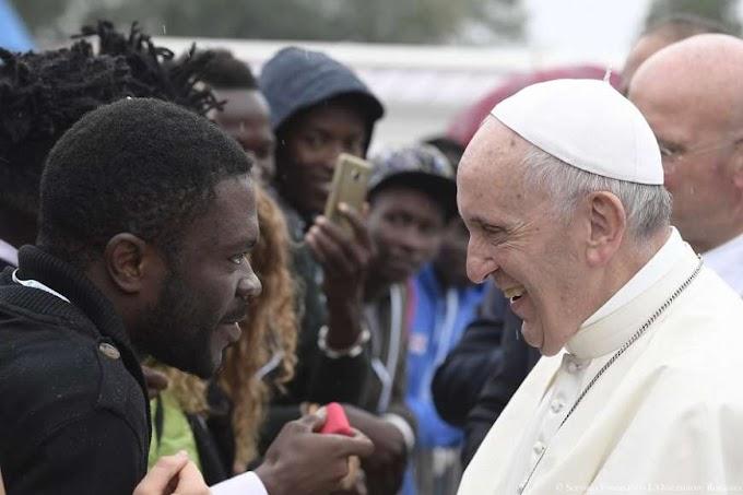 Ferenc pápát műteni kell, van valami a vastagbeleivel