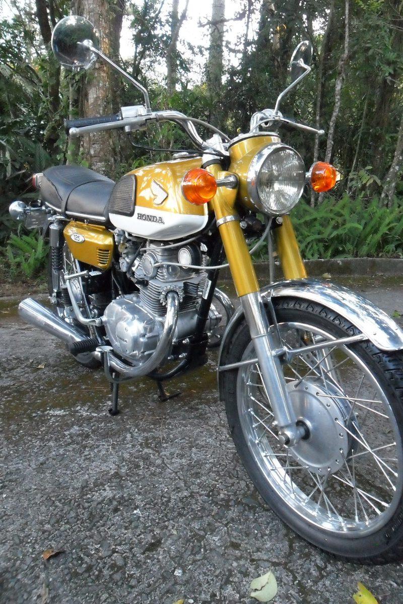Motor Klasik 2 silinder Honda CB125 Twin