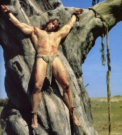 Conan keresztre feszítve a filmben