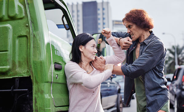 Kara Wai and Faizal Hussein engage in a fight in the middle of the traffic in MRS K (2017)