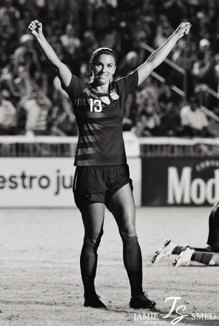 Alex Morgan in ground with jolly mood in black