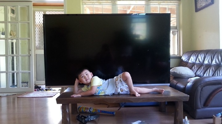 대형TV 구매 안전한 설치와 화면 청소 방법!