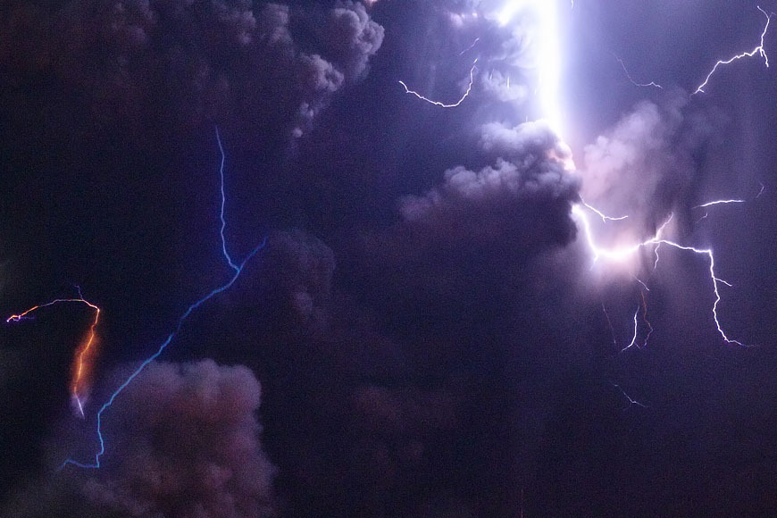 White Wolf : Photographer Captures Incredible Lightning
