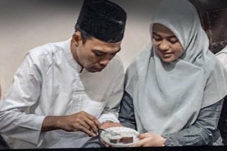 Kemesraan Ustad Abdul Somad dan Fatimah, Netizen Beri Komentar | PikiranSaja.com