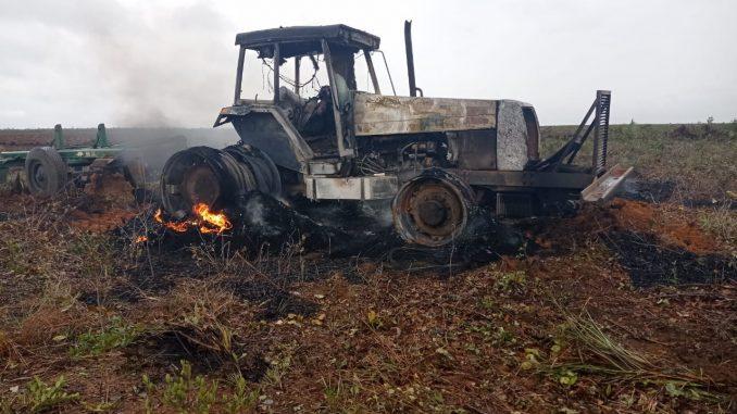 Oeste da Bahia: Máquinas são incendiadas durante invasão de fazenda da região da Coaceral