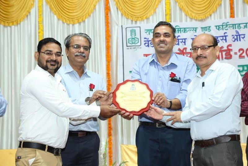Sicagen Mumbai team receiving the award