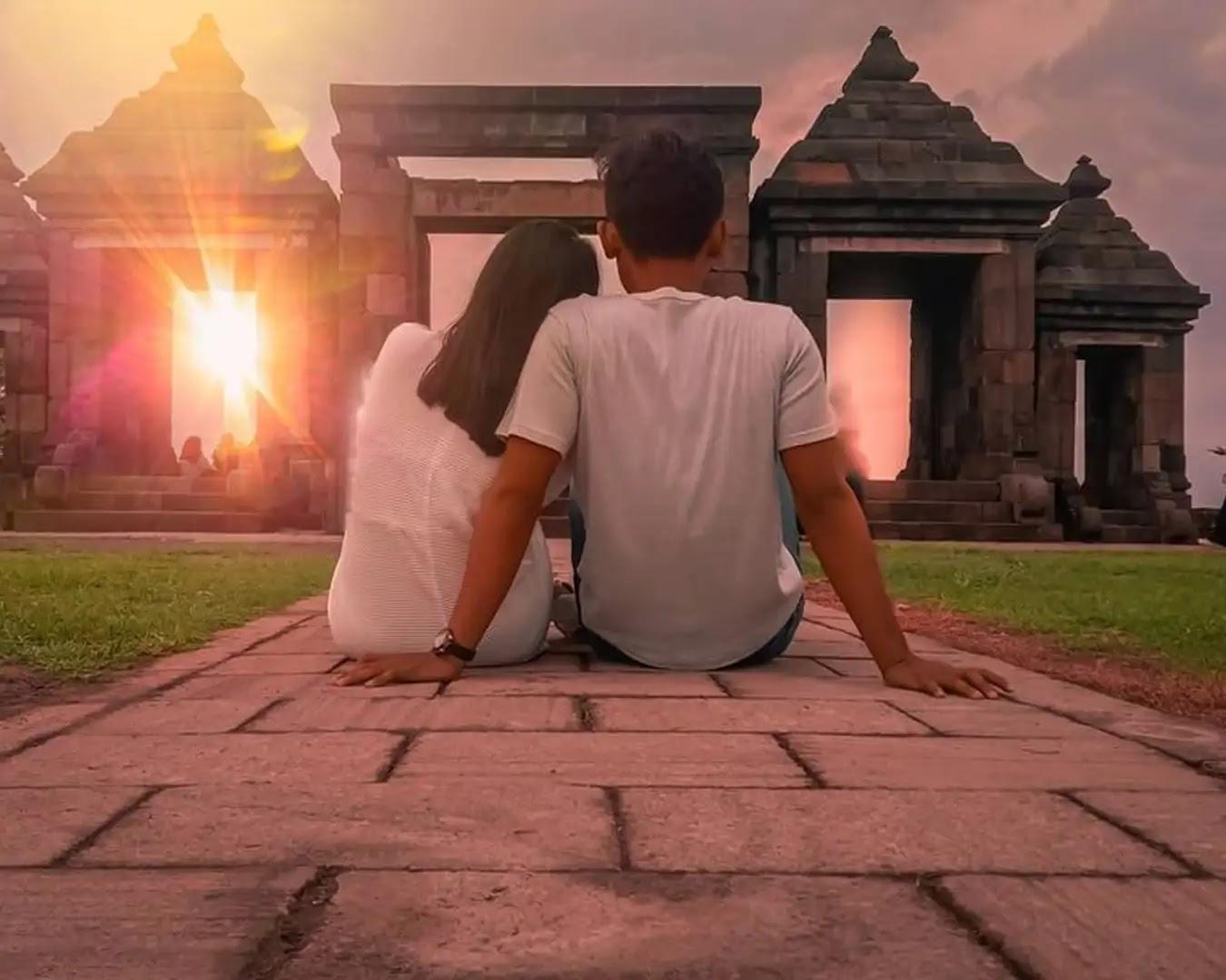 Menikmati senja memukau dan penuh magis di 2 situs bersejarah di Indonesia - foto instagram @nikmaimm