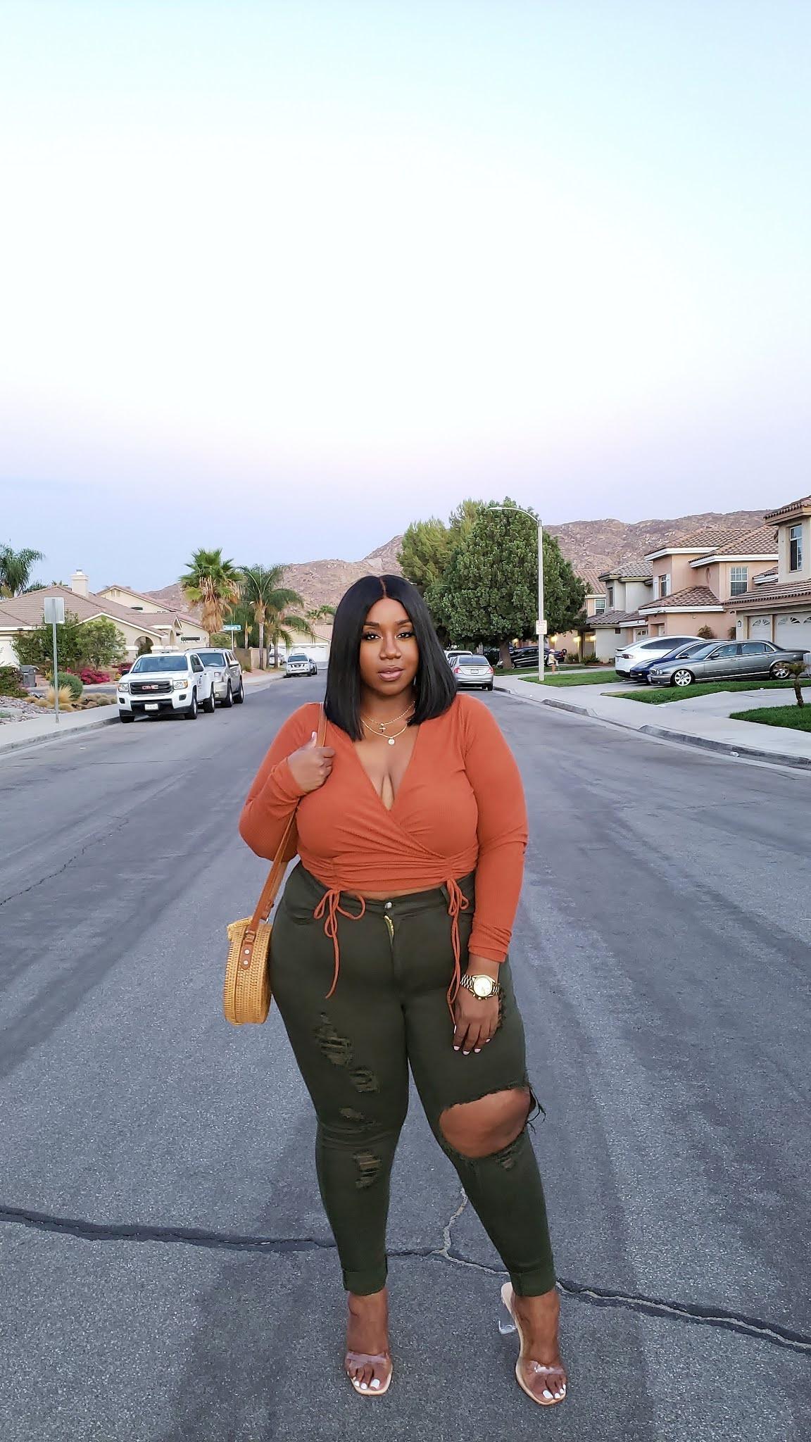 Plus size blogger lacenleopard wearing fashion nova curve