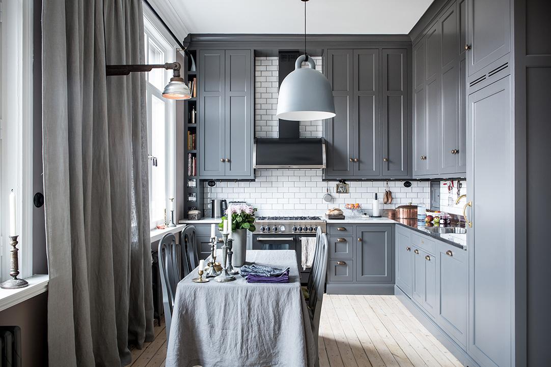 Gri și detalii clasice într-un apartament de 58 m²