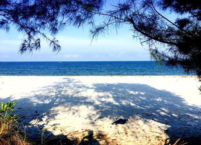 Tận hưởng những ngày hè trên đảo Quan Lạn với biển xanh và cát trắng