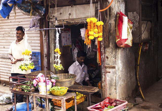 florist, flowers, garlands, kumbharwada, dharavi, mumbai, india, street photo, our world tuesday, imag-ing,