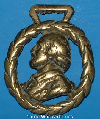 https://timewasantiques.net/products/horse-brass-william-shakespeare-england-souvenir-1920s-harness-ornament?_pos=1&_sid=67e890321&_ss=r