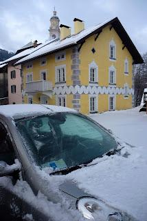 Macchina coperta di neve tiefencastle