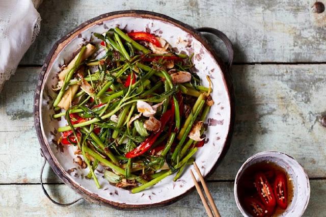 Stir Fried Morning Glory – Rau muống xào kiểu Thái