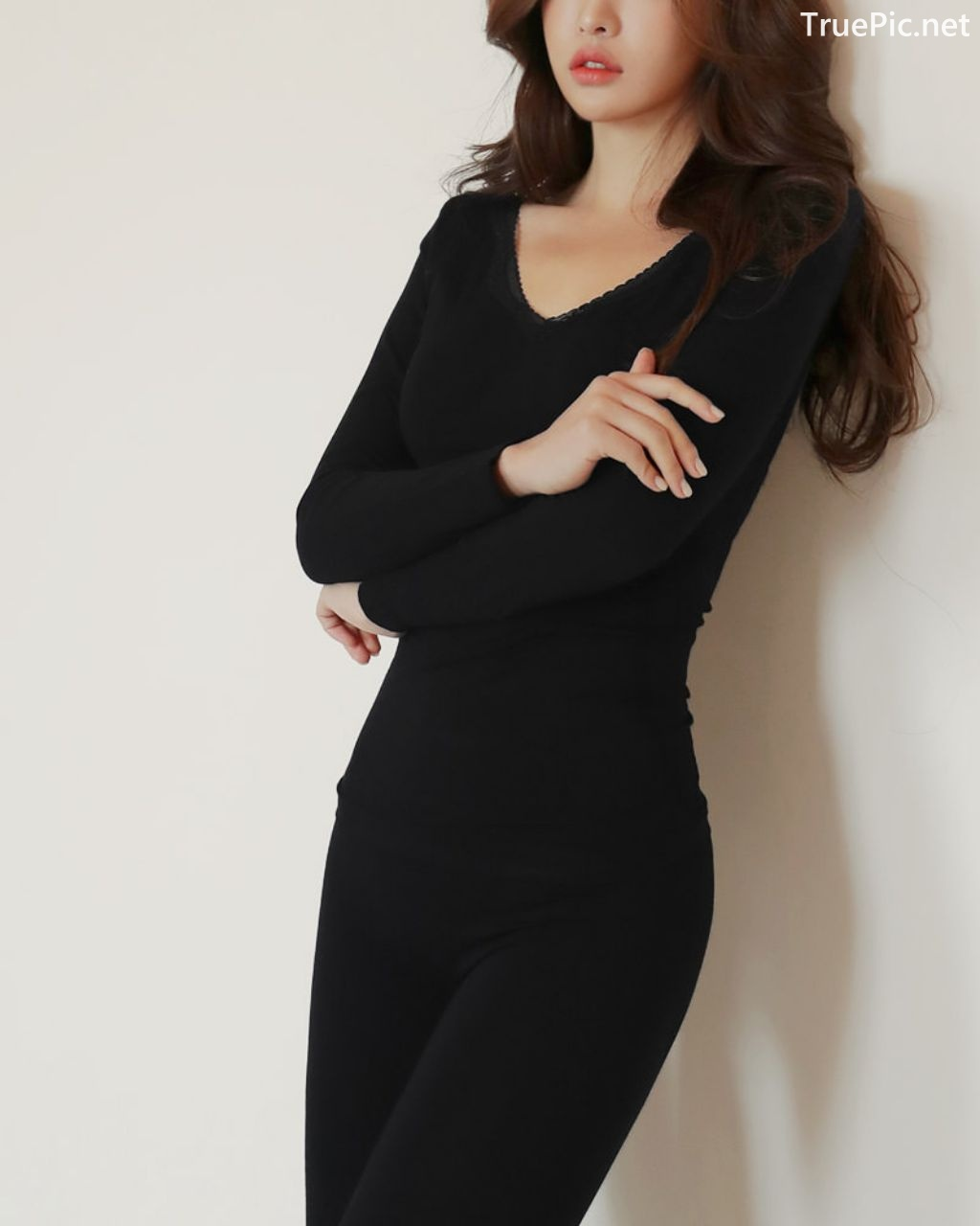 Image-Korean-Fashion-Model-Jin-Hee-Black-Tights-And-Winter-Sweater-Dress-TruePic.net- Picture-7