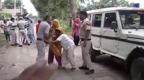 hariyana-police-attack-on-women-tigaon-faridabad-viral-video