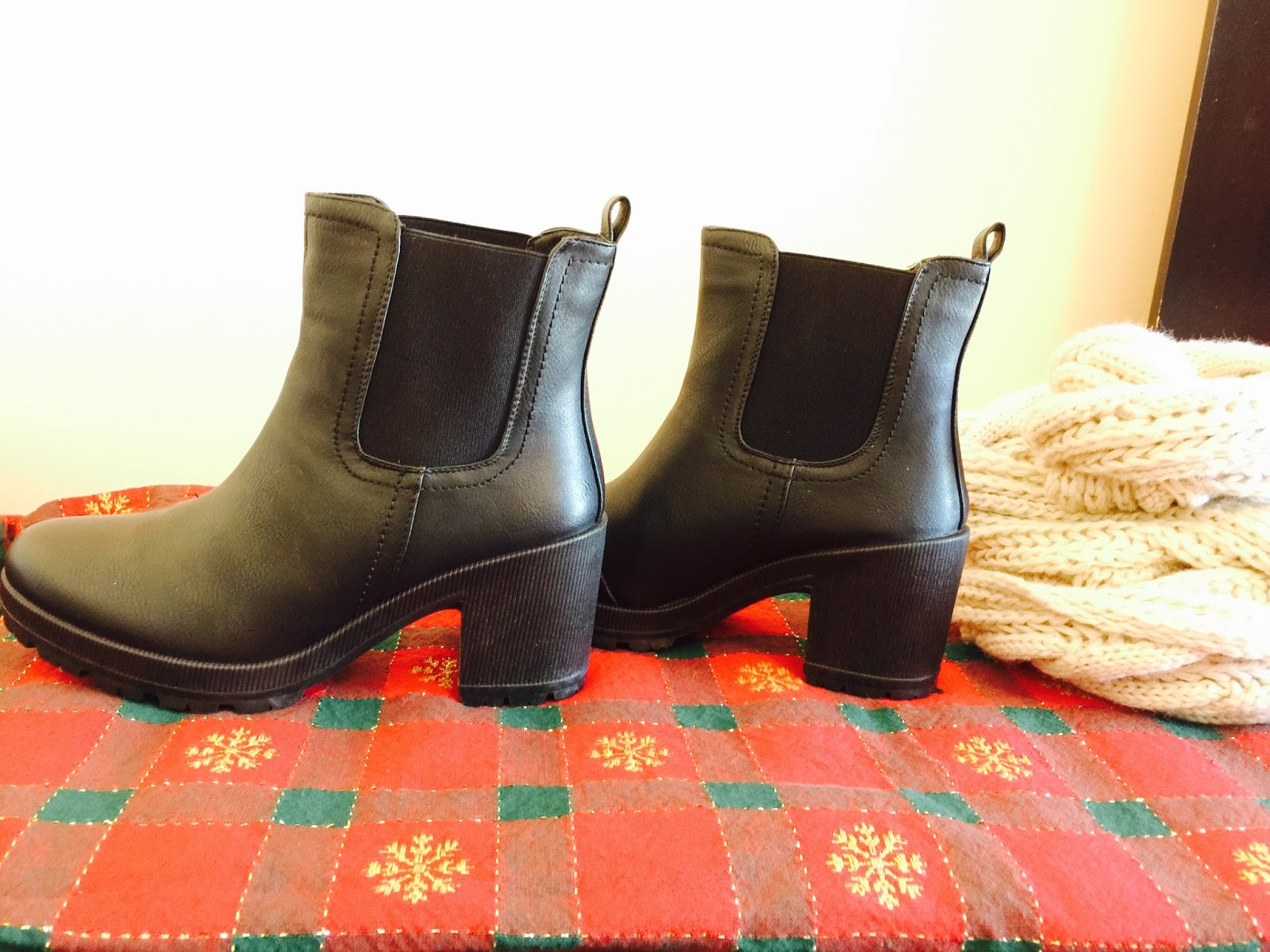 zooshoo shoes review, zooshoo, shoes, ankle boots review, ankle booties, booties, Elastic Pull On Ankle Bootie Lug Sole Boot