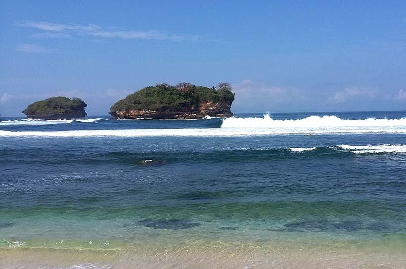 Fasilitas Wisata di Pantai Watu Karung Pacitan