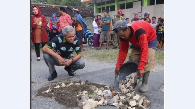 Penambal Jalan Yang Tanpa Pamrih Ini Menyita Perhatian Gubernur Jateng