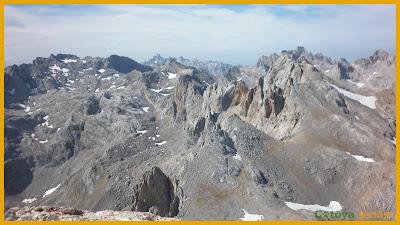 Vistas cimeras desde lo alto de Peña Vieja en Picos de Europa