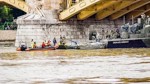 Továbbra is nagy erőkkel kutatnak a dunai hajókatasztrófában eltűnt áldozat után