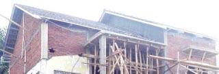 Atap pelana variasi ketinggian gewel