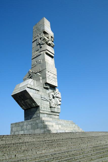 monumento na penínusla de Westerplatte (Gdansk, Polônia) - local onde teve início a Segunda Guerra Mundial