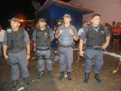 Resultado de imagem para imagens da policia militar no carnaval de sao paulo do potengi