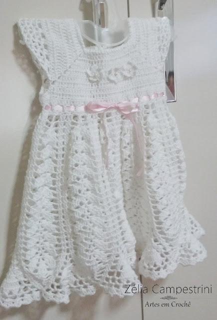 Vestido infantil em crochê na cor branca + Sandalha!