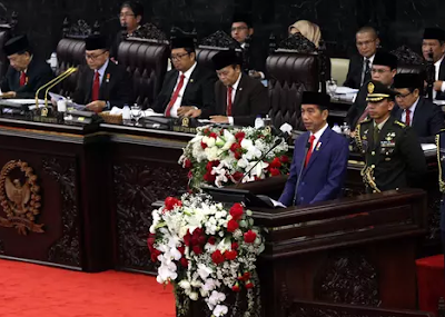 Kalimat Aktif dalam Pidato Persuasif | Bahasa Indonesia SMP 2019