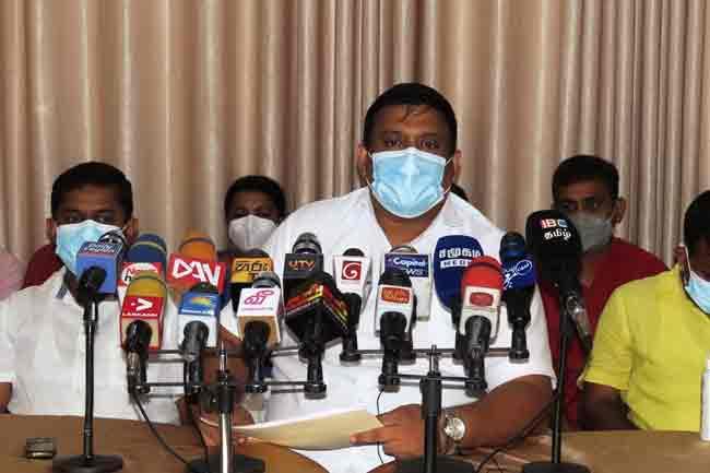 வங்குரோத்து அரசியல்வாதிகளின் செயற்பாடே காரணம்