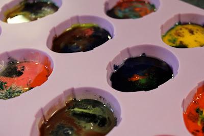 make easter egg crayons
