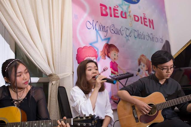 Ba Kể Con Nghe qua tiếng đàn Guitar Cao Tiền - Kim Ngân - Vocal : Hồng Vân