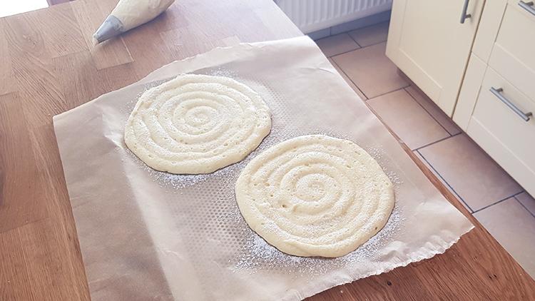 Biscuits cuillère : disques pochés