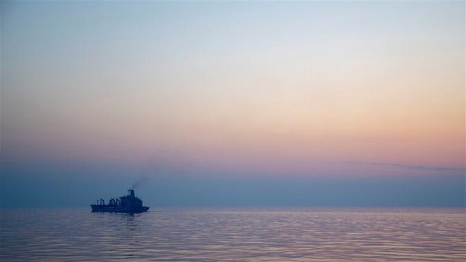 إسرائيل تتهم إيران بالوقوف وراء الهجوم على سفينة تابعة لها