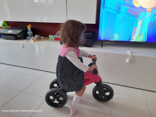 Giochi per bambini 2 in 1: Funny Wheels Rider Sport