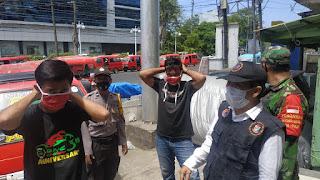 Polres Pelabuhan Makassar Bersama Tiga Pilar Kelurahan Pattunuang Bagikan Masker