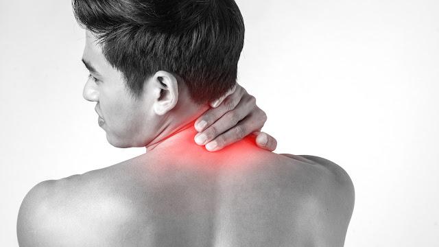 Tại sao hay bị đau mỏi vai gáy vào mùa lạnh?