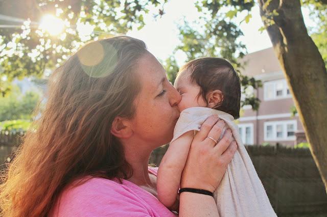 """""""Doença do Beijo"""" afeta crianças, afirma especialista"""