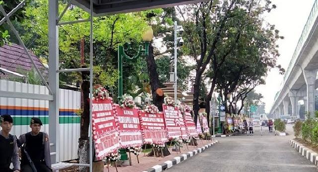 WOW!!...Banjir Karangan Bunga di Mabes Polri, MUI: Jangan Mau Dibodohi Pakai Bunga!