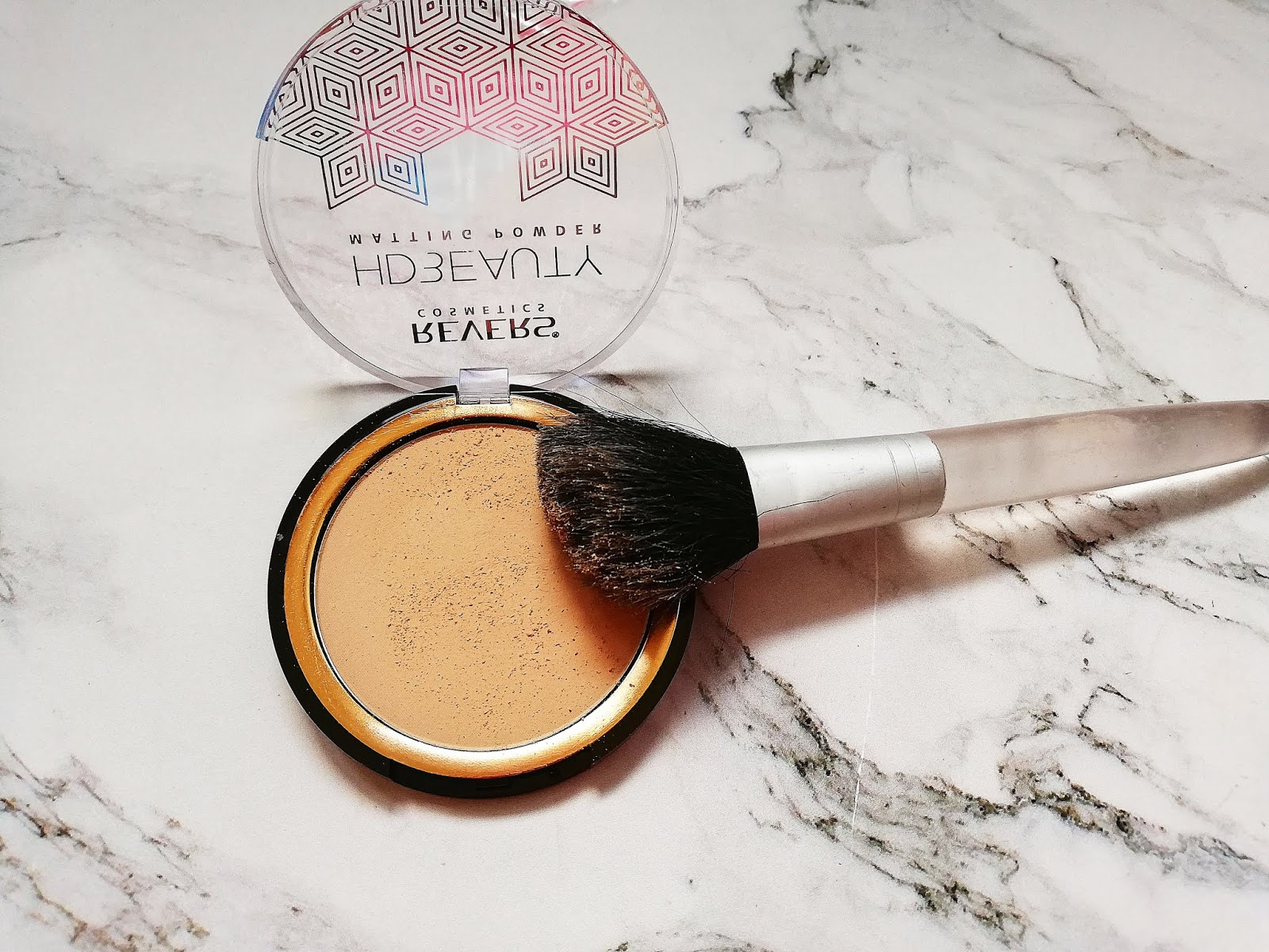 Puder prasowany HD BEAUTY_Revers Cosmetics