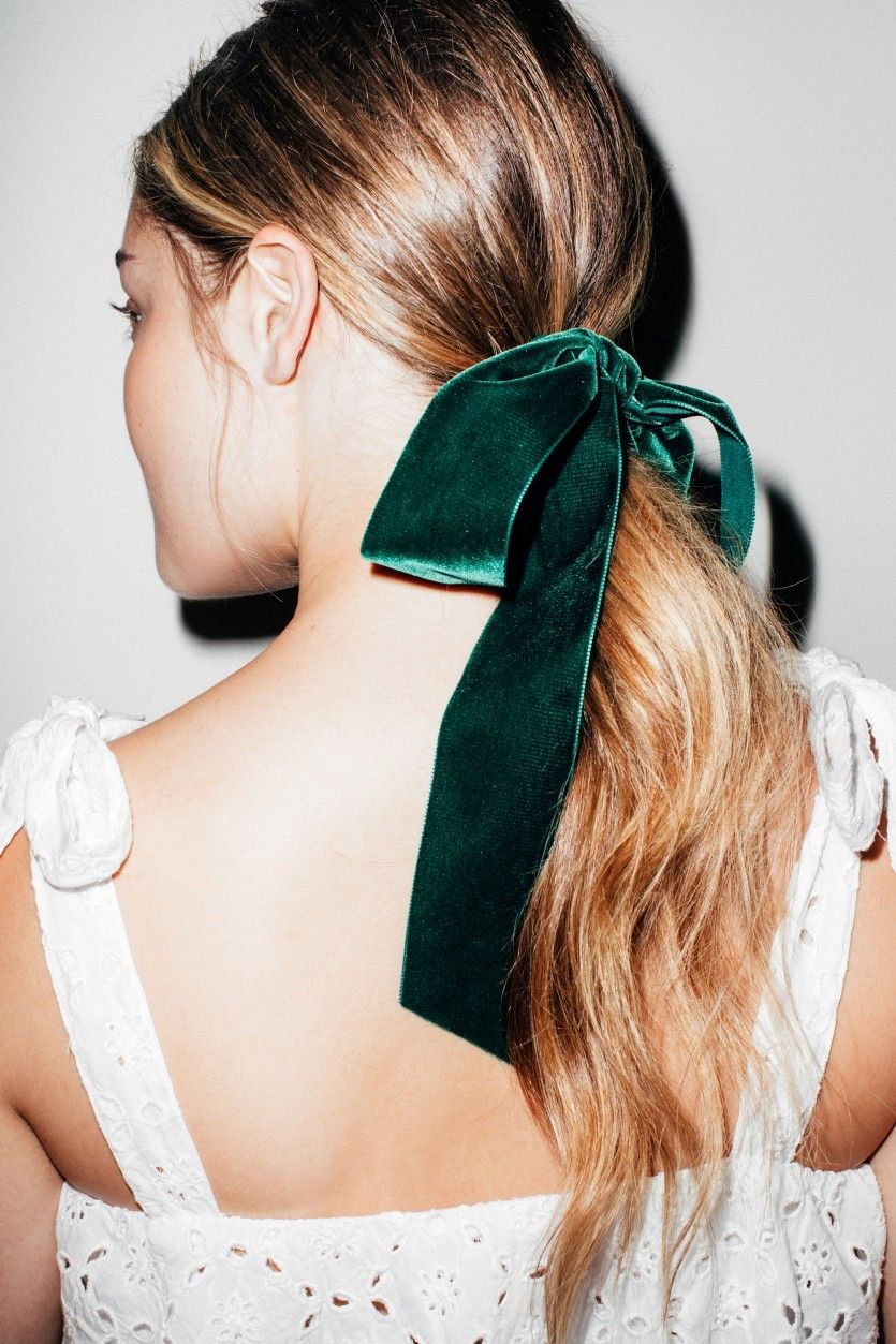 seriously-pretty-hairstyles-with-velvet-bows