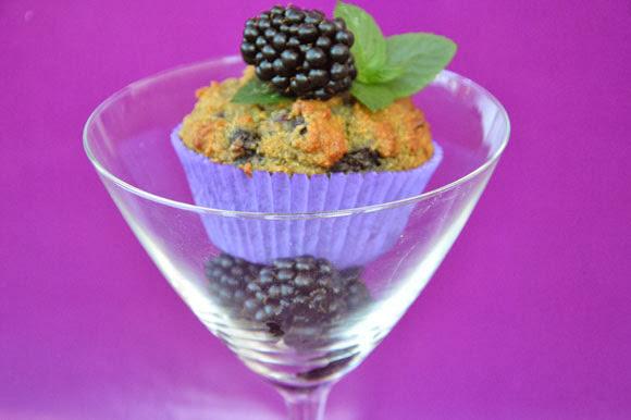 Glutenvrije en suikervrije muffins met bramen en amandelmeel
