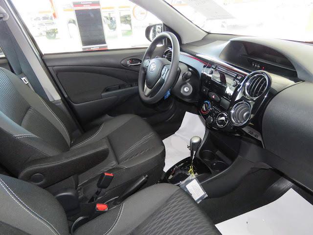 Toyota Etios 2017 Automático - interior da versão XS (intermediária)