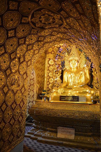 Bouddha dans un temple caché de Mandalay