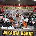 JAKARTA: 5 Pencuri Modus Petugas Kelurahan Dibekuk Satuan Reskrim Polres Jakbar