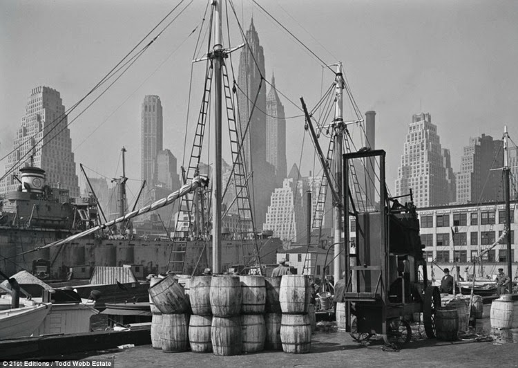 A Vintage Nerd Vintage Photography Vintage Blog 1940s New York Vintage New York Black and White Photography Todd Webb