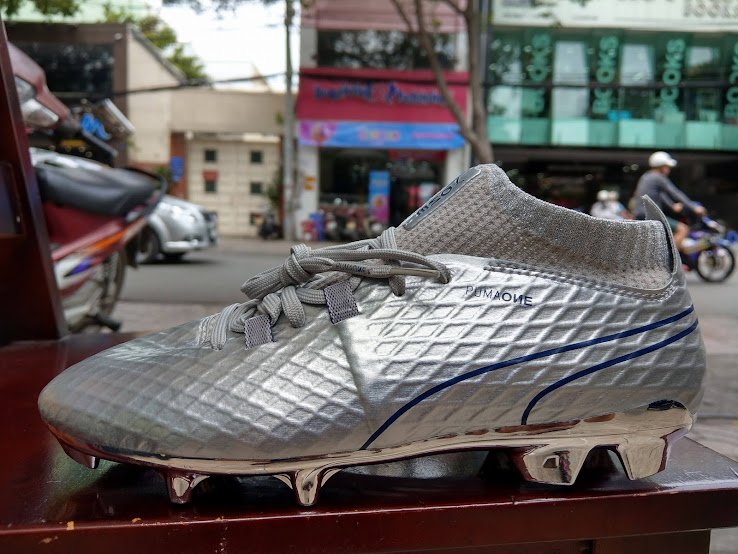 Special-Edition Puma ONE Chrome 2017-2018 Boots Released - Footy ... fefe6dc0a