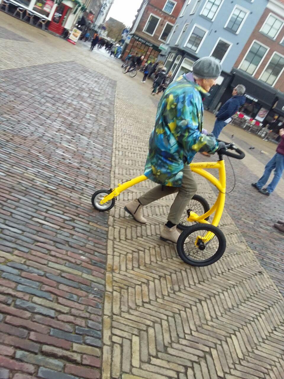 Sepeda unik roda tiga